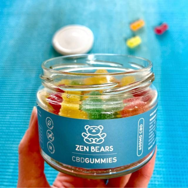 Rainbow gummies to brighten up any day. 20mg of broad spectrum CBD in each gummy with ZERO THC. So you get all the good stuff without the health hangover 💙  📷 - @swedishgirlinlondon
